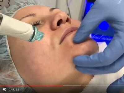 кожата с HydraFacial и клиника Reverse